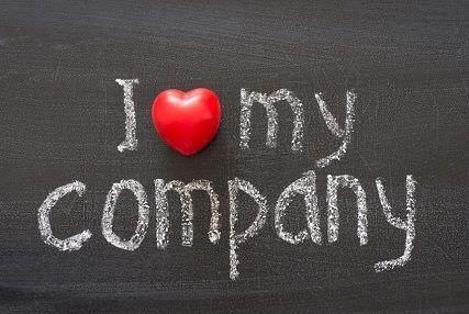 """Rótulo donde dice """"I love my company""""."""