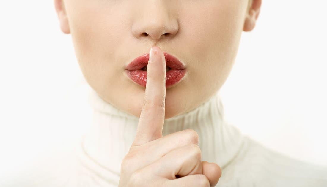 Mujer te recomienda no hablar cerca de tu móvil